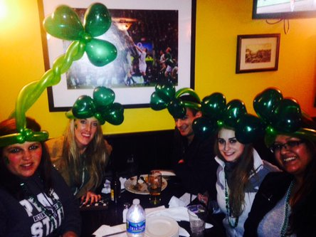 Hats for the St. Patrick day from balloons