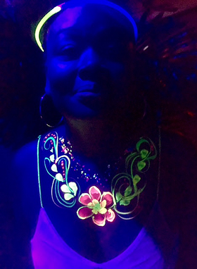 luminous necklace - body painting